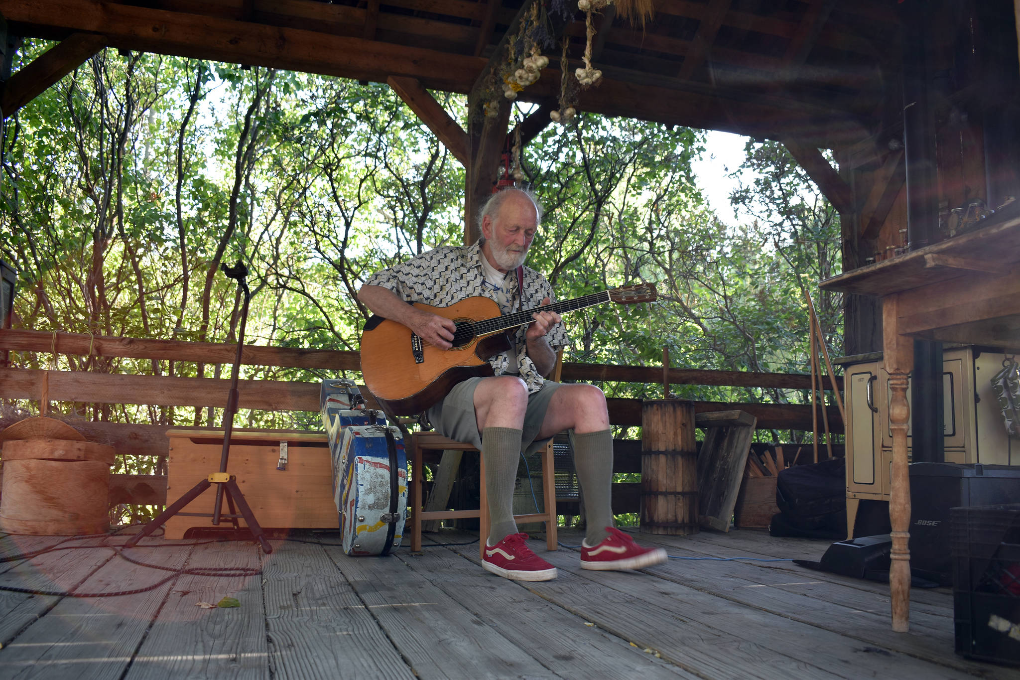 Canadian folk musician Valdy took to the Grist Mill stage as one of the first major concerts since COVID-19 began to spread. (Brennan Phillips - Keremeos Review)